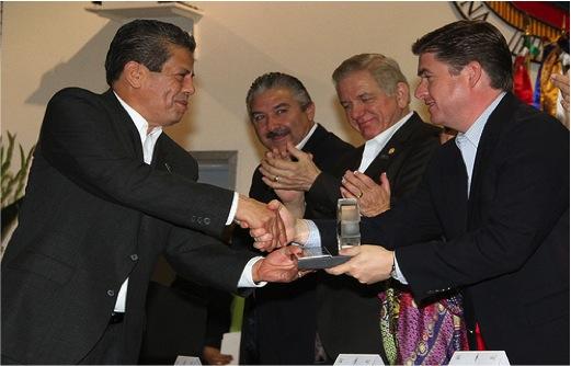 """MSP. Lucio Rodríguez Aguilar Recibe """"Presea al Mérito de Enfermería en el Estado de Nuevo León 2013"""" por el Gobernador del Estado"""