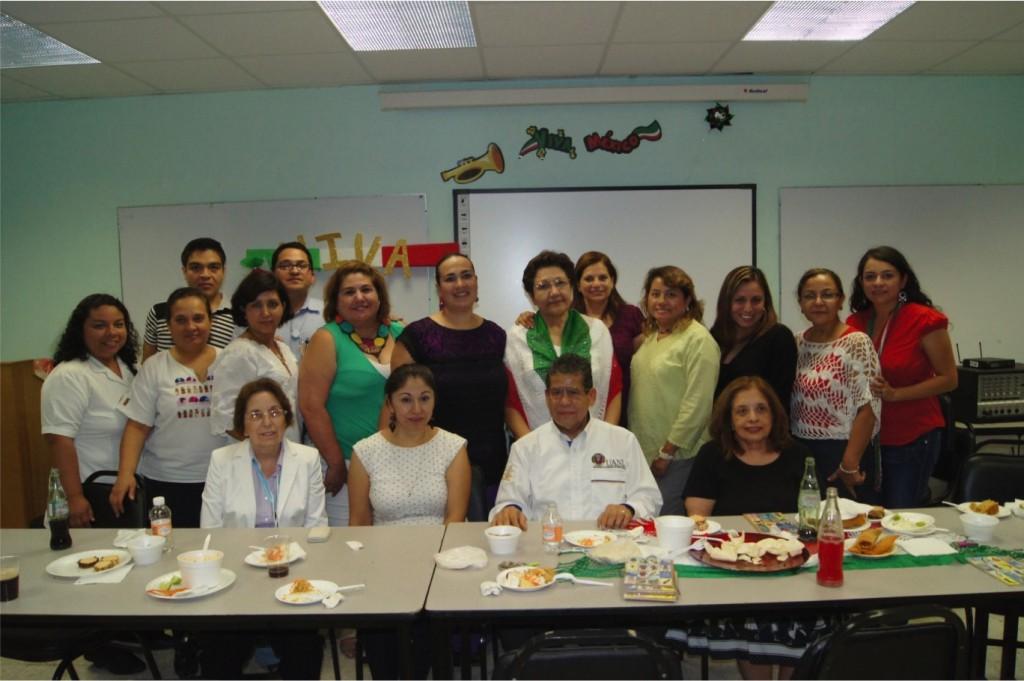 Integrantes de Sigma Theta Tau con el Director MSP. Lucio Rodríguez Aguilar